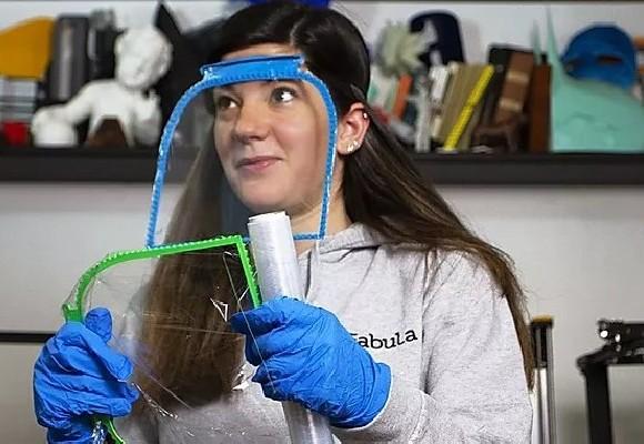 Fabula 3d crea uno scudo per il viso stampabile in meno di un'ora con la pellicola da cucina